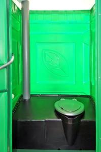Устройство туалетной кабинки с бачком