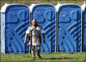 Туалетная кабина под биотуалет – в чем преимущества данного вида продукции