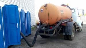 Очистка и обслуживание туалетных кабинок
