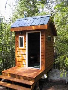 Так сколько стоит же такой дачный деревянный туалетный домик