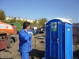 Откачка и чистка туалетных кабин – как правильно делать и какую использовать жидкость