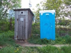 Аспекты выбора пластикового туалета для дачи