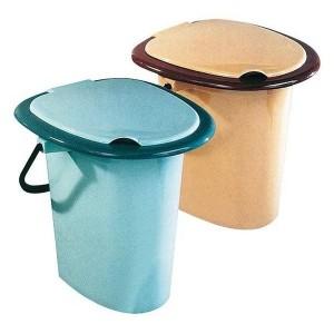Пластиковая модель унитаза для дачного туалета